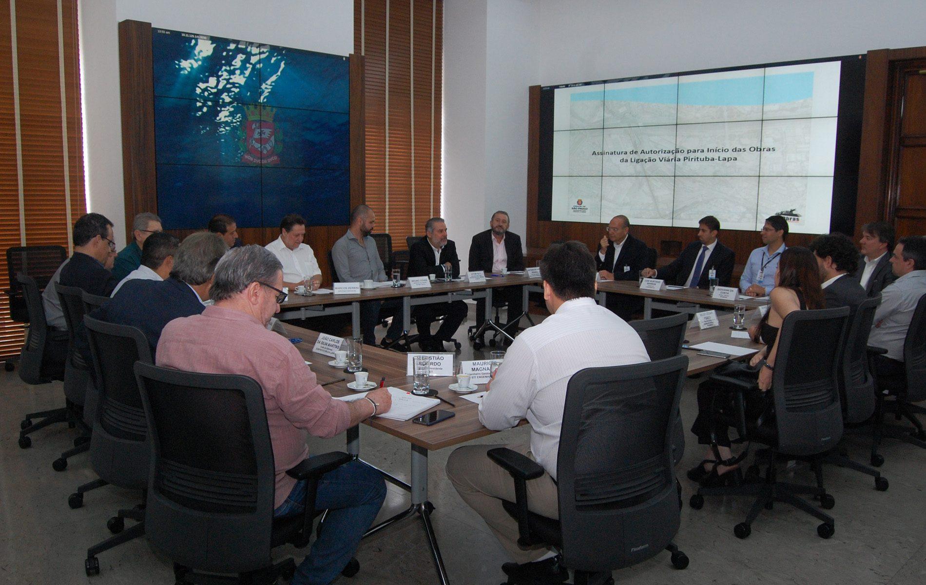 Reunião para assinatura da autorização das obras (Crédito: Divulgação Prefeitura)