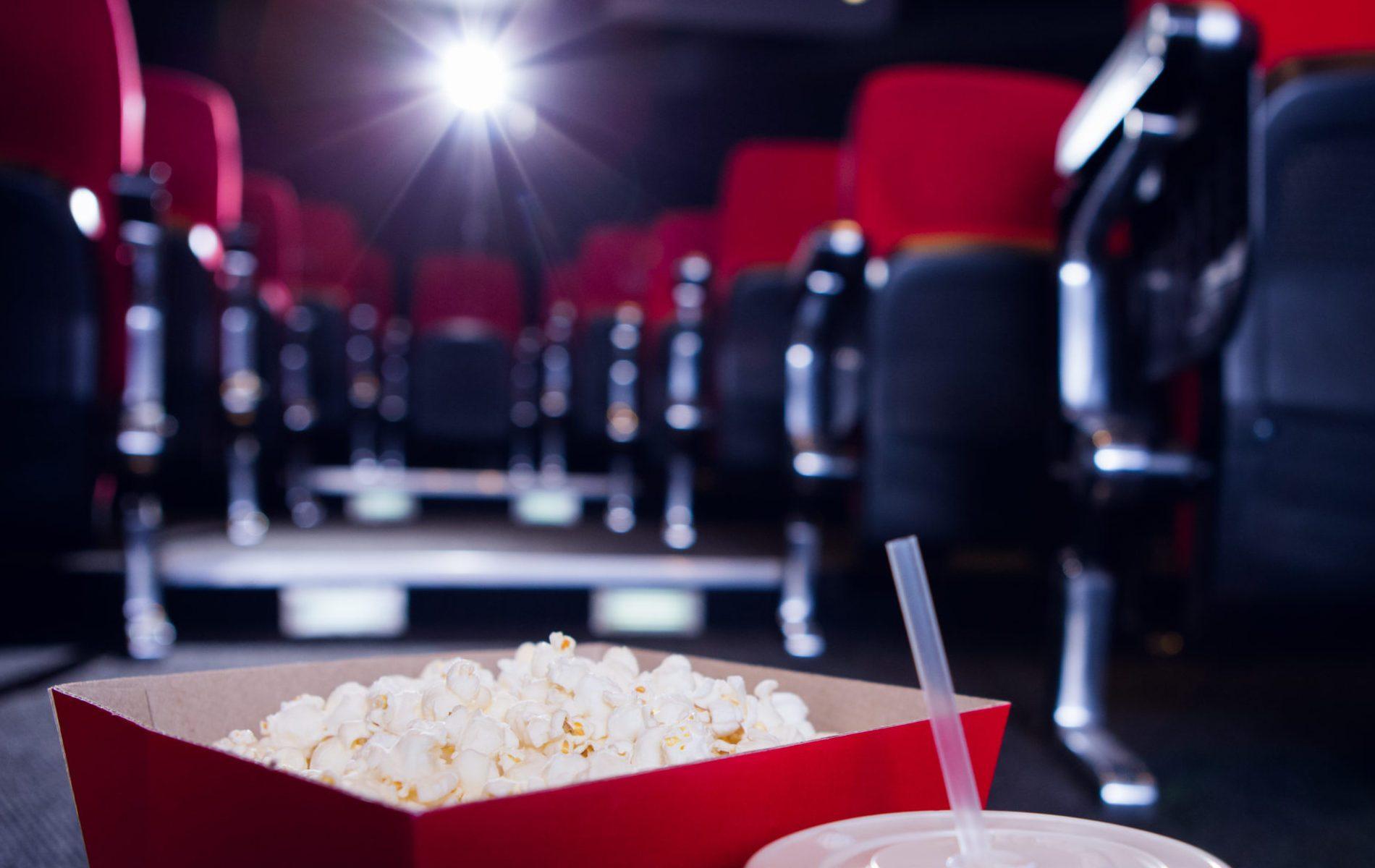 Cinemas da cidade de São Paulo devem realizar sessões adaptadas a crianças e adolescentes com Transtorno do Espectro Autista (Crédito: Shutterstock)