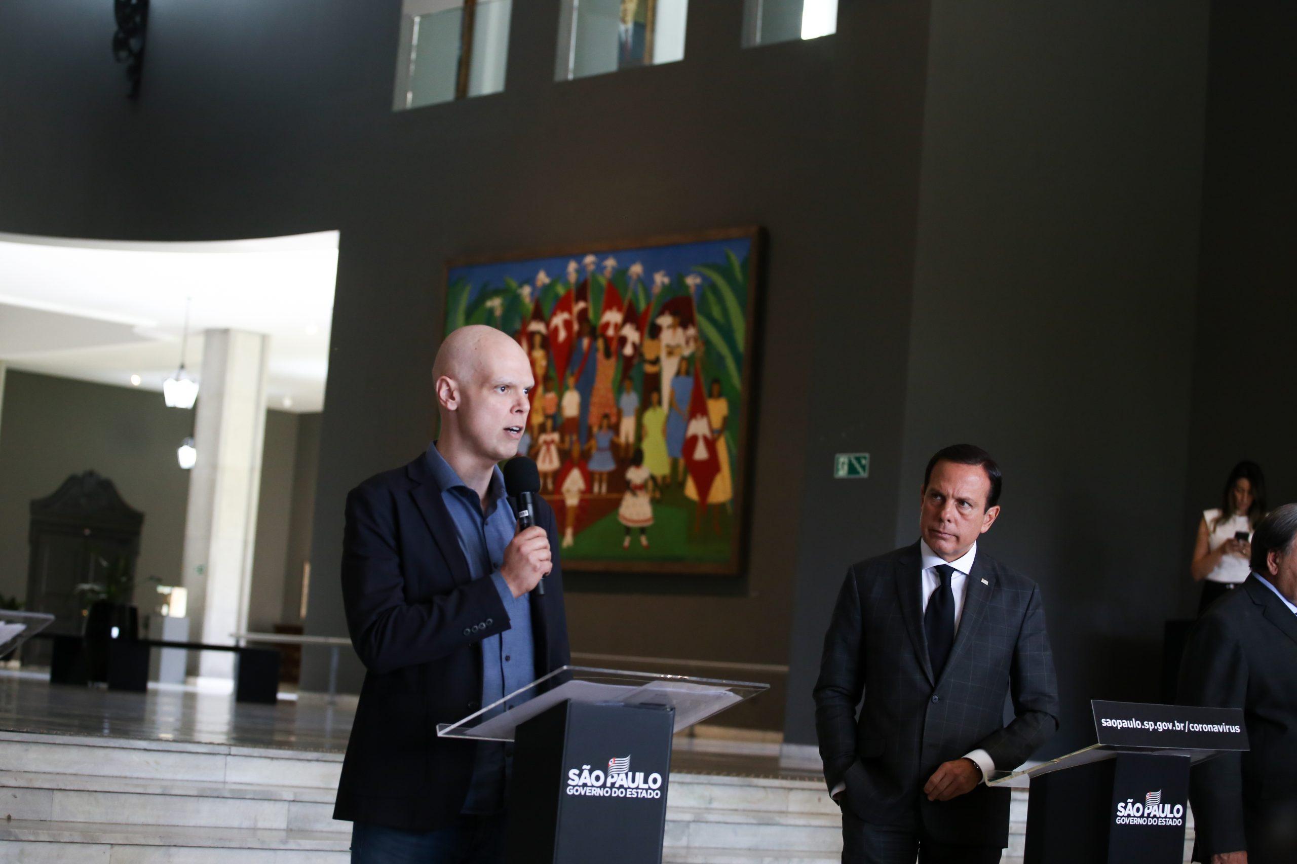 Bruno Covas e João Doria em coletiva de imprensa sobre ações contra o Coronavírus. (Crédito: Governo do Estado de São Paulo).