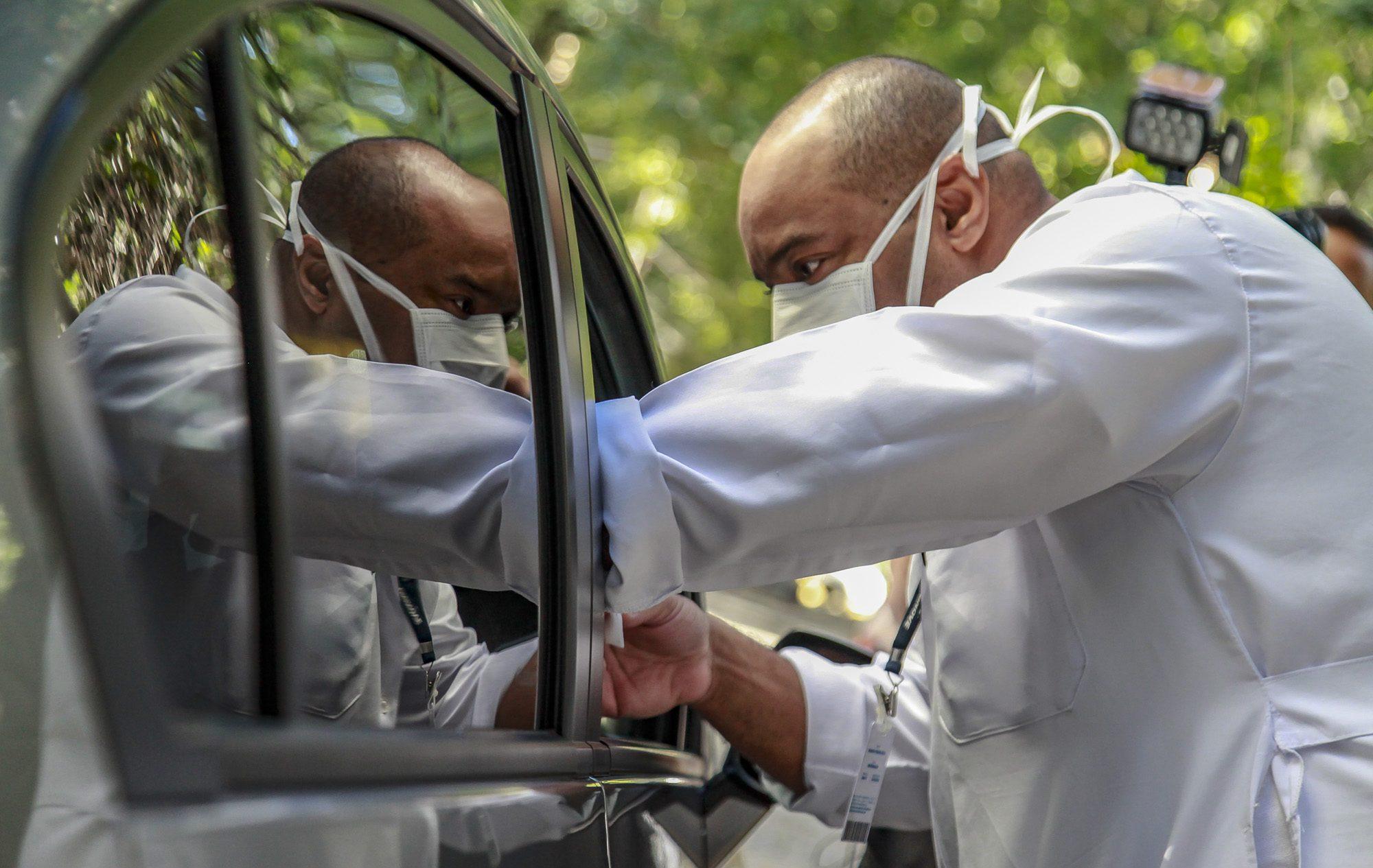População poderá ser vacinada sem ter que sair de seus veículos (Crédito: Marcelo Pereira/SECOM)