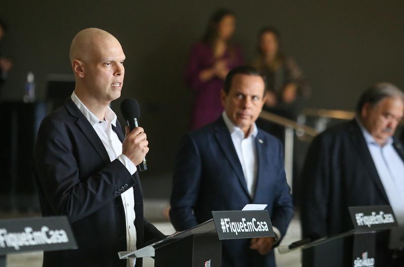 Prefeito Bruno Covas em coletiva de imprensa. (Crédito: Governo do Estado de São Paulo).