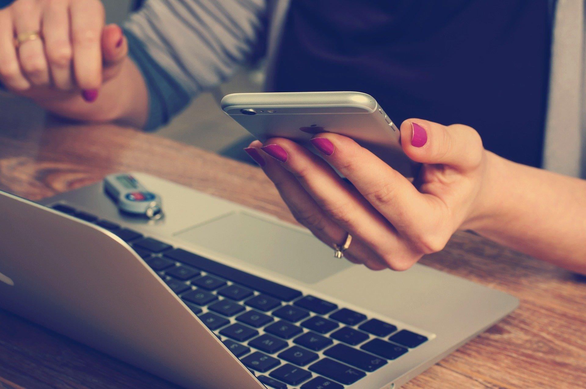 Empreendedores podem tirar dúvidas e receber orientações sem sair de casa (Crédito: Imagem de William Iven por Pixabay)