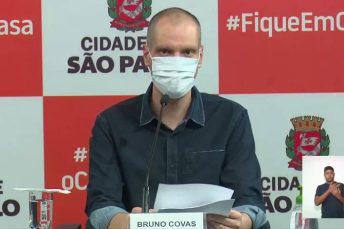 Prefeito Bruno Covas durante coletiva neste domingo (Crédito: Prefeitura de SP)