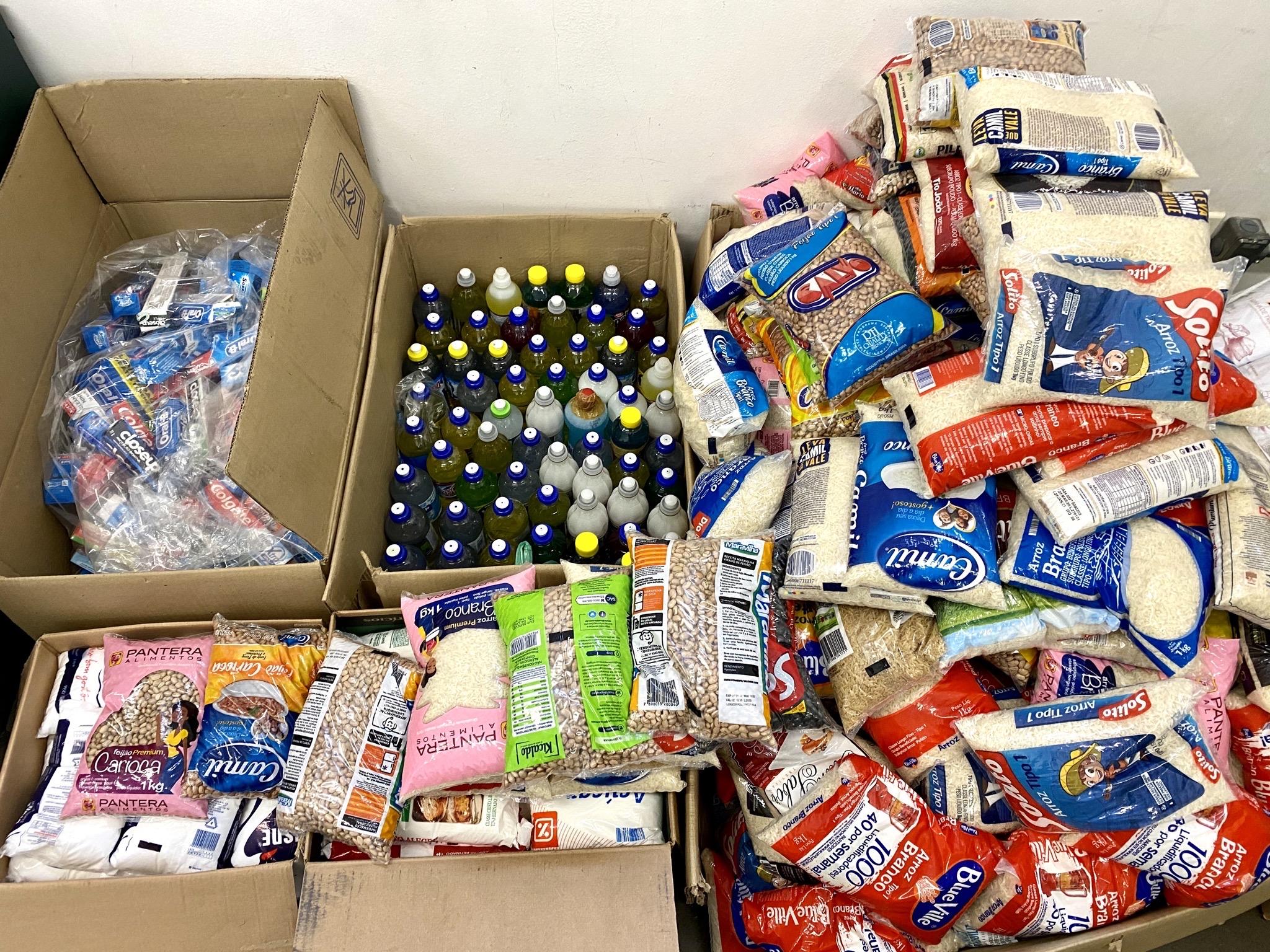 Doações incluem também kits de higiene e de limpeza (Crédito: Divulgação Prefeitura)