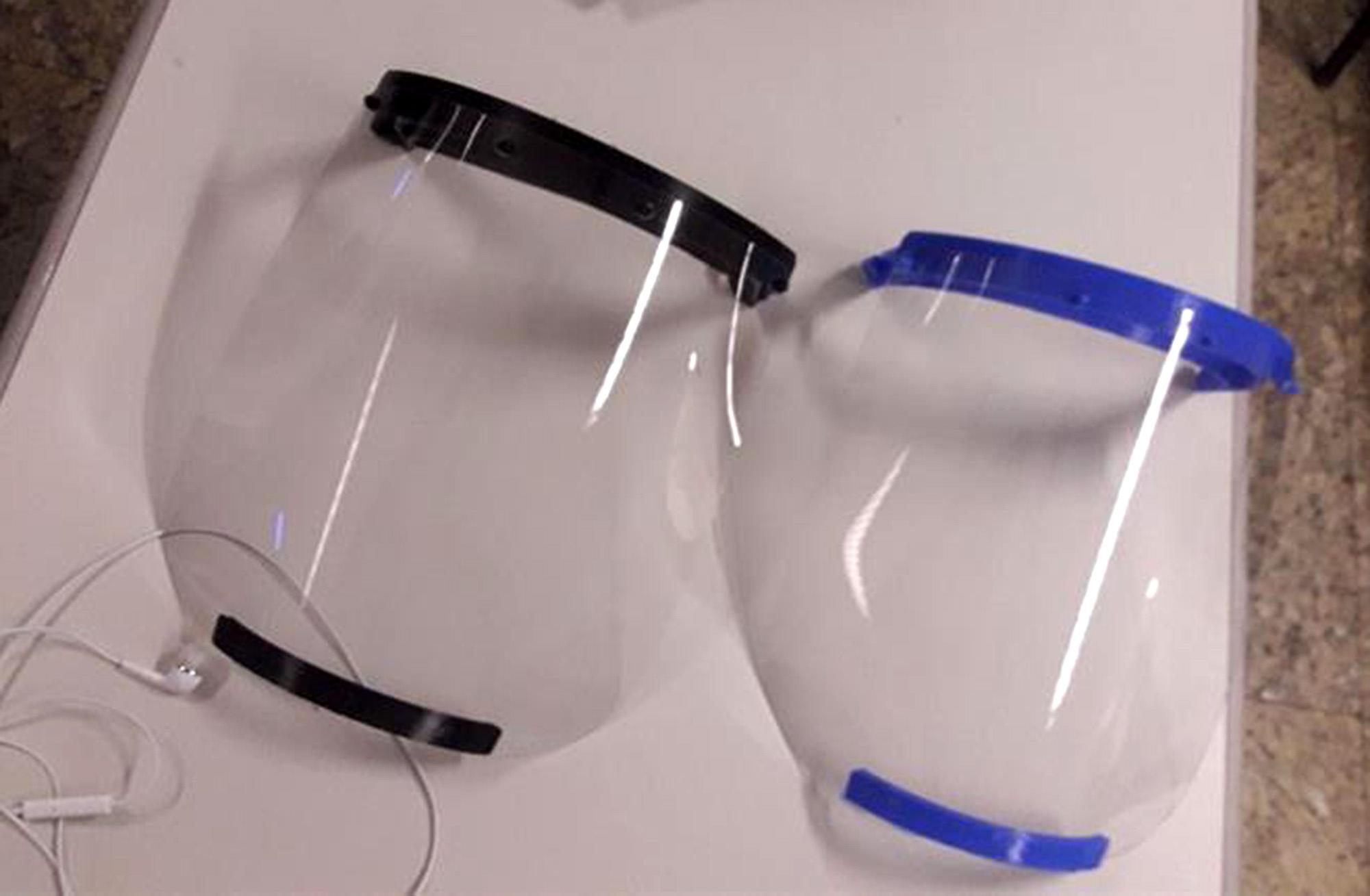 Modelos das máscaras do tipo escudo facial produzidas nos laboratórios FAB LAB (Divulgação: Prefeitura de São Paulo)