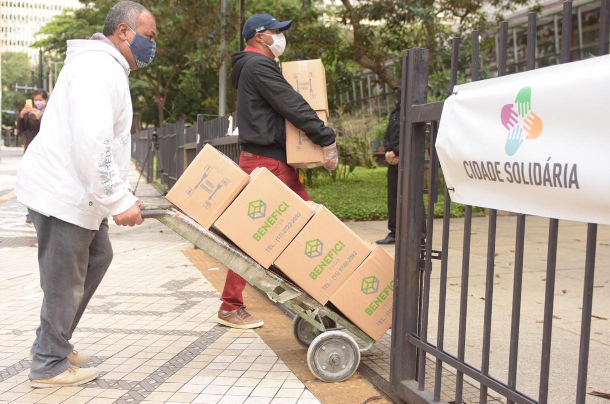 Doações foram entregues por empresas em dois pontos de coleta da cidade (Crédito: Divulgação Prefeitura)