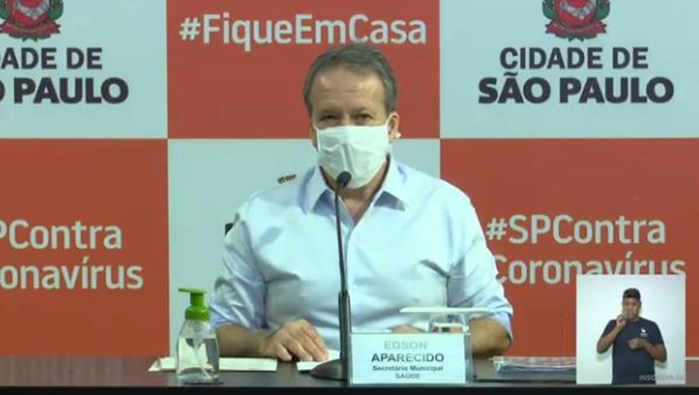 Secretário municipal de saúde, Edson Aparecido, durante coletiva de imprensa. (Crédito: Reprodução/ Youtube)