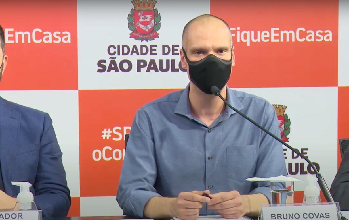 Coletiva de Imprensa para anúncios da Prefeitura de São Paulo sobre o coronavírus. (Créditos: Reprodução/YouTube)